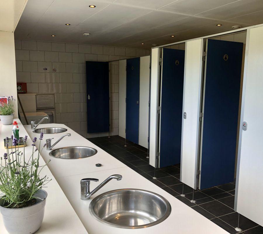 toiletgebouw.jpg